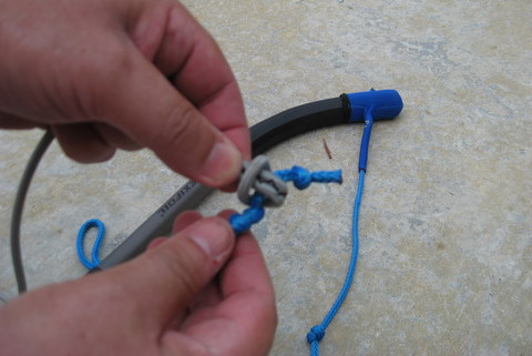tutorial photo 5 of forming a loop with thumb and forefinger for a larks head knot